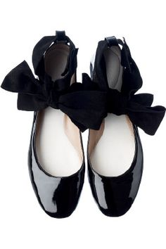 Chloe black patent bow flats #shoes #style