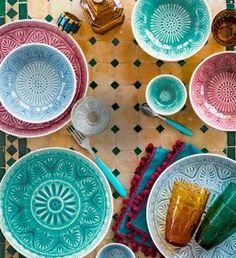 Dishes, colorish tableware. Moroccan inspiration tableware decoration. Jolie table. Bohemian, boho chic, gypset