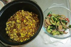 Eng: Spicy Soybean Sprouts with dry Shrimps. Suriname Food, Dried Shrimp, Dutch Food, Dutch Recipes, Lunches, Sprouts, Spicy, Drink, Fruit