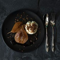 A combination made in heaven. Sweet Van der Hum flavoured pears served with not-too-sweet Lemon and Yoghurt Ice Cream topped with crisp praline flavoured with cinnamon. Brown Bread, Ice Cream Toppings, Recipe Boards, Allrecipes, Fruit Recipes, Pears, Lemon, Crisp, Cinnamon
