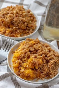 A delicious, sweet butternut squash casserole that's a holiday family favorite dessert! The crunchy topping is to die for and it makes enough to feed the whole family at Thanksgiving or Christmas! Mashed Butternut Squash, Butternut Squash Casserole, Glass Baking Dish, Casserole Recipes, Vegetable Recipes, Macaroni And Cheese, Delish, Cooking, Ethnic Recipes