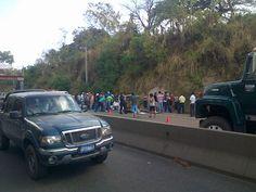 Accidente altura Km. 52 carretera a Santa Ana, precaución. Vía @alexxxvas