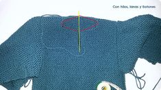 Con hilos, lanas y botones: DIY jersey con capucha para bebé paso a paso (patrón gratis) Baby Kimono, Baby Vest, Baby Knitting Patterns, Pullover, Crochet, Sweaters, Jackets, English, Fashion