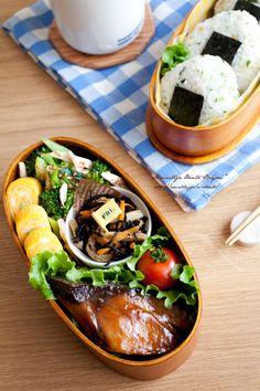 ぶりの照り焼きとおにぎりのお弁当。  あ~るママオフィシャルブログ「毎日がお弁当日和♪」Powered by Ameba Ameba (アメーバ)