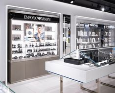 boutique.Goldsmiths jewellery store design - flexible display cabinets