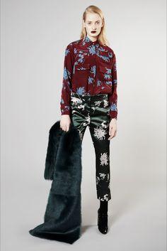 Guarda la sfilata di moda Rochas a Milano e scopri la collezione di abiti e accessori per la stagione Pre-Collezioni Autunno-Inverno 2016-17.