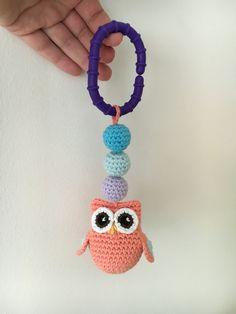 Lilla plastring som enkelt kan festes på for eksempel . Baby Baby, Crochet Necklace, Orange, Handmade, Amigurumi, Hand Made, Crochet Collar, Newborns, Babys