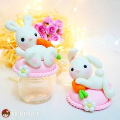 Discover recipes, home ideas, style inspiration and other ideas to try. Polymer Clay Miniatures, Polymer Clay Projects, Polymer Clay Art, Clay Crafts, Diy Cardboard Furniture, Clay Jar, Clay Animals, Pasta Flexible, Easter Party