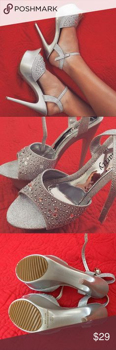 Silver Shinny Heels Accepting Offers This item is in excellent conditions! Feel free to leave a comment below if you have any questions. Smartty Shoes Heels