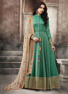 ✓ Buy the latest designer Anarkali suits at Lashkaraa, with a variety of long Anarkali suits, party wear & Anarkali dresses! Robe Anarkali, Costumes Anarkali, Anarkali Suits, Lehenga, Anarkali Churidar, Churidar Suits, Saree Dress, Saree Blouse, Designer Anarkali
