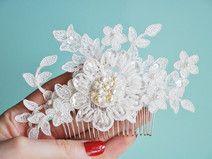 Haarkamm mit Spitzenblumen und vielen Perlen