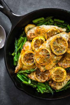 12 Easy Clean Eating Dinner Recipes Ready To Eat In 30 Minutes Clean Eating Dinner Recipes Easy healthy dinner ready in 30 minutes or less! Love this 5 ingredient lemon chicken from Pinch of Yum! The easiest clean eating dinner recipe ever! Lemon Chicken With Asparagus, Asparagus Recipe, Recipes With Asparagus, Healthy Lemon Chicken Recipe, Recipes With Lemon, Lemon Recipes Dinner, Citrus Recipes, Lemon Pepper Chicken, Scallop Recipes