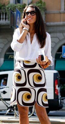 La eterna camisa blanca en looks de media estación | Web de la Moda