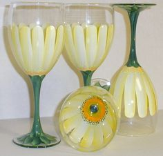 Hand Painted Daisy Wine Glasses Weddings, Bridesmaids, Easter, Mothers Day