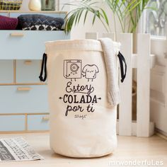 Bolsa para la colada - Estoy colada por ti #mrwonderfulshop #laundry #basket… Underground Tattoo, Takeaway Packaging, Mr Wonderful, Packing Boxes, Baby Shampoo, Natural Baby, Planner, Cute Bags, Handicraft