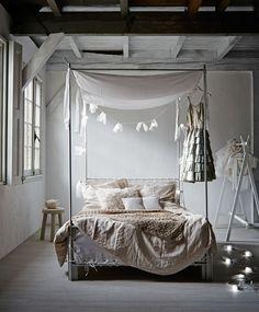 hemelbed-slaapkamer-wit-romantisch-sprei