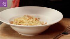 Superromige spaghetti carbonara - Video - Allerhande - Albert Heijn Pasta Carbonara, Carbonara Recept, Parmigiano Reggiano, Spaghetti, Italian Recipes, Snacks, Baking, Ethnic Recipes, Snippers