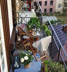 Inspiração para a decor de uma varanda pequenininha que ficou super aconchegante.