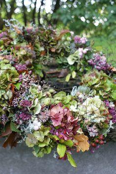 Raindrops and Roses Hydrangea Garden, Hydrangea Wreath, Floral Wreath, Hydrangeas, Deco Floral, Arte Floral, Wreaths For Front Door, Door Wreaths, Autumn Wreaths