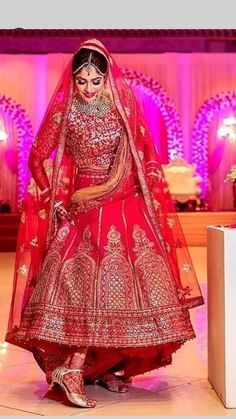 Super photography studio shed ideas 42 Ideas Indian Bridal Photos, Indian Wedding Poses, Indian Wedding Couple Photography, Indian Bridal Outfits, Indian Bridal Lehenga, Indian Bridal Wear, Designer Bridal Lehenga, Wedding Lehnga, Wedding Wear