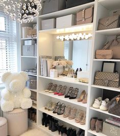 Unique closet design ideas will definitely help you utilize your closet space appropriately. An ideal closet design is probably this year Interior Design Career, Decor Interior Design, Design Interiors, Interior Decorating, Sala Glam, Closet Bedroom, Bedroom Decor, Glam Closet, Closet Office