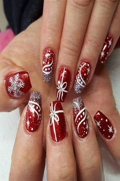 Christmas_nails - How to utilize nail polish? Nail polish on your own friend's nails lo Nail Art Noel, Red Nail Art, Red Nails, Pink Nail, White Nail, Nail Tattoo, Holiday Nail Art, Christmas Nail Art Designs, Fancy Nails