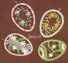 Další paličkované kraslice | mihulkova.lace.cz – Dana Mihulková Bobbin Lace Patterns, Crochet Doily Patterns, Crochet Doilies, Paper Embroidery, Embroidery Designs, Bobbin Lacemaking, Russian Crochet, Lace Art, Point Lace