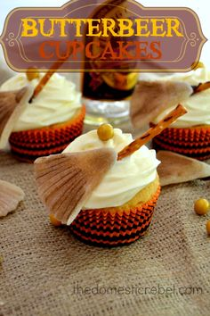 These butterscotch-laced Butterbeer Cupcakes are after the famed Harry Potter beverage! Sweet with just a hint of buttery, salty goodness, these cupcakes topped with edible broomsticks and a golden snitch are your ticket to Hogwarts! Köstliche Desserts, Delicious Desserts, Yummy Food, Cupcake Recipes, Cupcake Cakes, Dessert Recipes, Muffin Recipes, Mini Tortillas, Lemond Curd