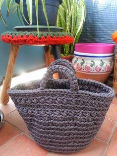 Hola¡¡¡¡¡     En primer lugar quiero dar las gracias a La Maison Bisoux por incluir mi entrada   Capazo de trapillo a crochet en su po...