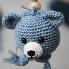 Bamsehoved og Hjerter fra Go Handmade Diy Clothes, Crochet Hats, Handmade, Amigurumi, Velvet, Handmade Clothes, Knitting Hats, Hand Made, Craft