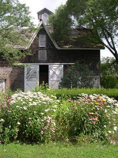 Ahhhh such a cute barn! Love the front garden, too ---- Suffolk County Farm historic barn Country Barns, Country Life, Country Living, Country Roads, Country Charm, Barns Sheds, Farm Barn, Country Scenes, Red Barns