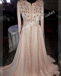 Caftan robe princesse perlée  Création  by Amina's Daughters haute couture  Pour plus d'informations  sur le prix , merci de nous  contacter au  06 32 95 36 44 , on est à votre disposition #caftaninspiration #caftan #maroc #surmesure #dress #gandoura