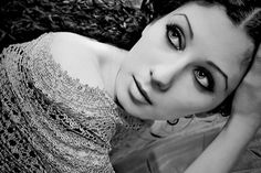 Black and White Photography: 100 Pieces of Exquisite Portrait
