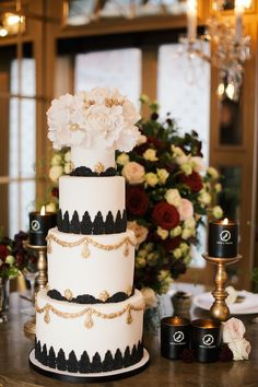 Luxurious Black & Gold Wedding Inspiration | Kate Nielen Photography | Bridal Musings Wedding Blog 12