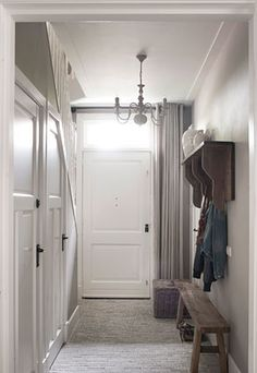 Hal gang on pinterest hallways stairs and entryway - Idee gang ingang ...