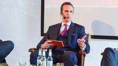 Nicolas Scheidtweiler moderiert #SoMeHB in der Schnapsfabrik mit Christian Lindner und Sascha Schubert