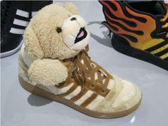 Stuffed Animal Shoes - The Teddy Bear Adidas from Jeremy Scott Bring Back the Comfort of the Crib Funky Shoes, Crazy Shoes, Jeremy Scott Adidas, King Fashion, Gym Style, Stiletto Pumps, Hot Shoes, The Chic, Summer Shoes