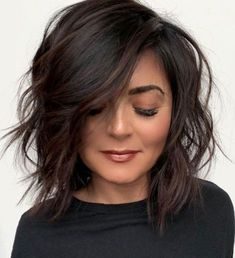 Canapés of long hairstyles Bob; It is, in the first place, among the hair styles that all ladies love very much. Models that can create very different designs with hair colors like sweep and shadow are very cool. Canapés of long bob… Continue Reading → Medium Hair Styles, Short Hair Styles, Styling Short Hair Bob, Short Textured Hair, Dark Brown Short Hair, Short Thick Hair, Pretty Hairstyles, Long Bob Hairstyles For Thick Hair, Fall Bob Hairstyles