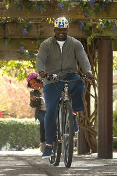 Shaquille O'Neal in Nutcase Shaquille O'neal, Bicycle, Hipster, Punk, Helmets, Celebrities, Movies, Image, Tv