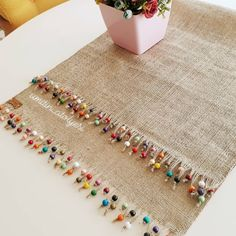 Arts And Crafts House Style Burlap Crafts, Diy Home Crafts, Diy Arts And Crafts, Crafts To Make, Sewing Crafts, Sewing Projects, Hand Embroidery, Embroidery Designs, Burlap Table Runners