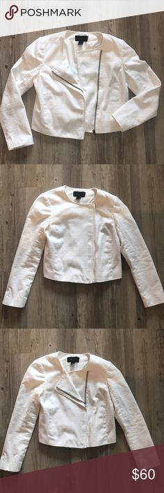 Ann Taylor LOFT White Moto Blazer Jacket // Size S 100% polyester moto jacket features side zipper that allows for many different styles. With this blazer you have options - zip all the way up for a full professional look or zip half way and fold top to give you look some edge 😎. LIKE NEW EXCELLENT CONDITION AND DRY CLEANED.   Size and Measurements: Size S  Measurements will be added. LOFT Jackets & Coats Blazers