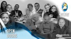 """En marcha (5): Abrir puertas En este quinto video de la serie """"En marcha. Maneras de ayudar a los demás"""", se presentan iniciativas en Alemania y en Austria que buscan facilitar la integración en un nuevo ambiente a personas que se han visto forzadas a dejar su lugar de origen."""