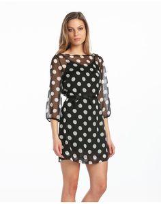 Vestido corto, de manga larga en tejido gasa y escote redondo. Forro interior en negro y exterior con estampado de topos blancos.
