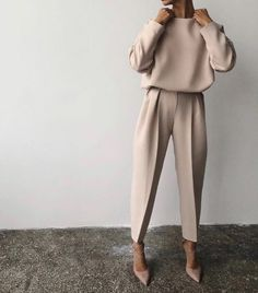 Fine Outfit Ideas Spring You Should Already Own outfit ideas spring, Mode femme Classy Outfits, Chic Outfits, Fall Outfits, Vintage Outfits, Fashion Outfits, Paris Outfits, Sneakers Fashion, Edgy Work Outfits, Outfit Work