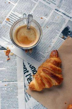 café da manhã argentino:  espresso,medialuna,jornal!