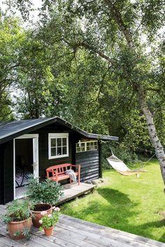 Surf House, Garden Cottage, Home And Garden, Design Scandinavian, Pergola, Black House, Cottage Style, Outdoor Living, Backyard