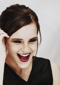 """My idea of sexy is that less is more. The less you reveal, the more people can wonder."" {Emma Watson} If I have to have a woman crush, it's hands down Emma Watson. Because Hermione. Pretty People, Beautiful People, Beautiful Smile, Jenifer Lawrence, Divas, Famous Faces, Woman Crush, Celebrity Crush, Celebrity Beauty"
