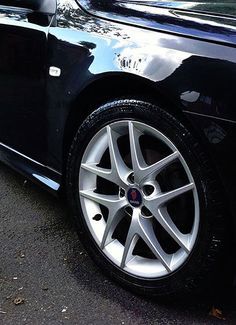 Tyres – simply mist spray Eco Tyre Shine evenly onto the tyre wall in a sweeping motion, leave to air dry.