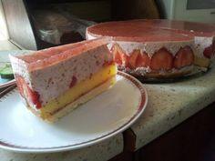 Zákusok s jahodovo-jogurtovou penou - Recept pre každého kuchára, množstvo receptov pre pečenie a varenie. Recepty pre chutný život. Slovenské jedlá a medzinárodná kuchyňa