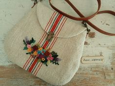 Create an embroidered shoulder bag from glass cloth or linen and a little skill for a Mother's day gift, inspiration of stuff to make , fashion햄프린넨에 꽃장식